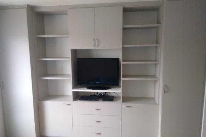 meuble tv avec des rangements autour