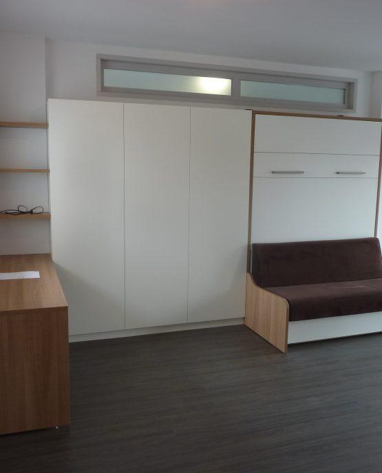 aménagement chambre et bureau avec lit escamotable