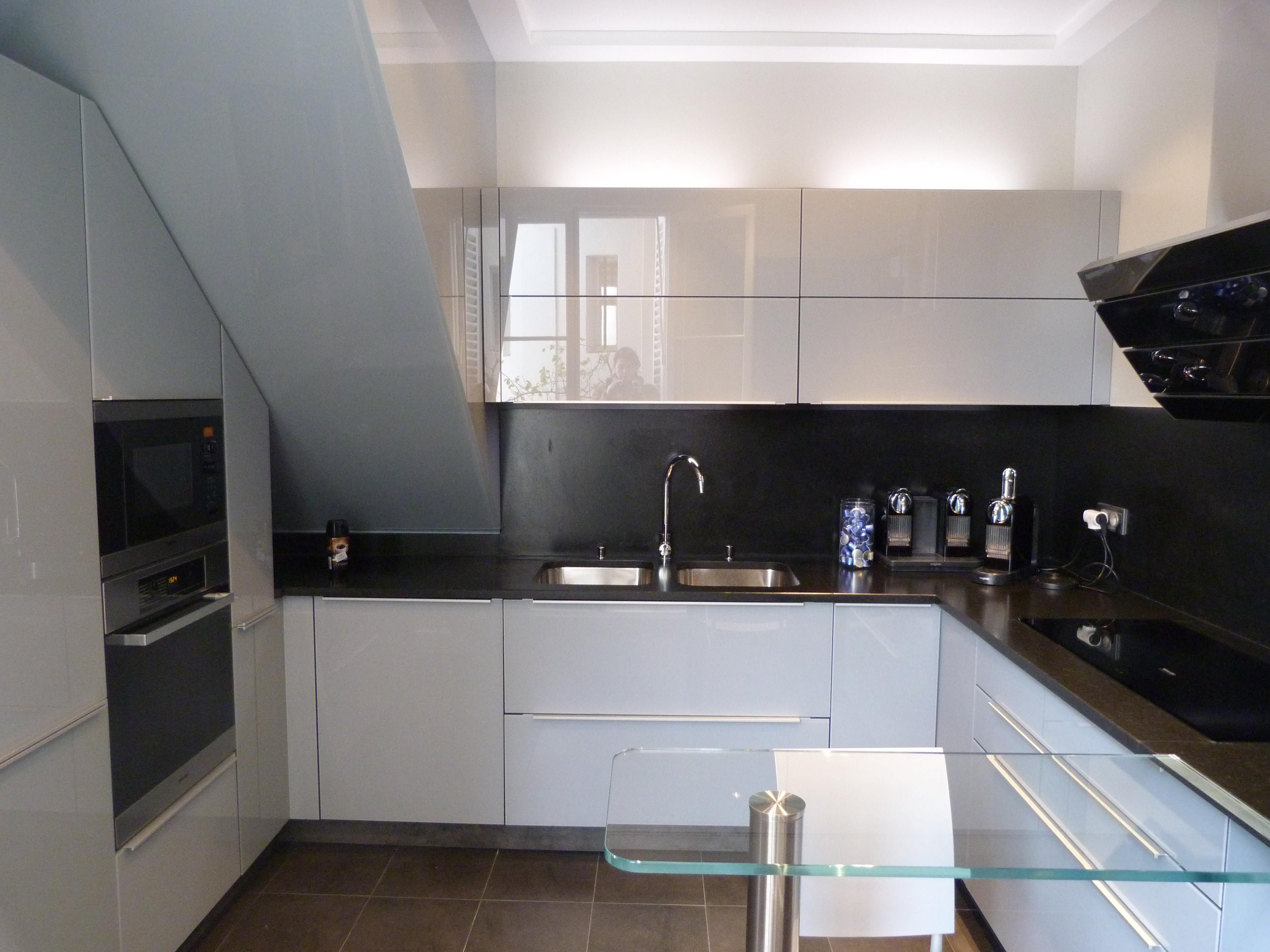 cuisine sous pente kiosque am nagement. Black Bedroom Furniture Sets. Home Design Ideas