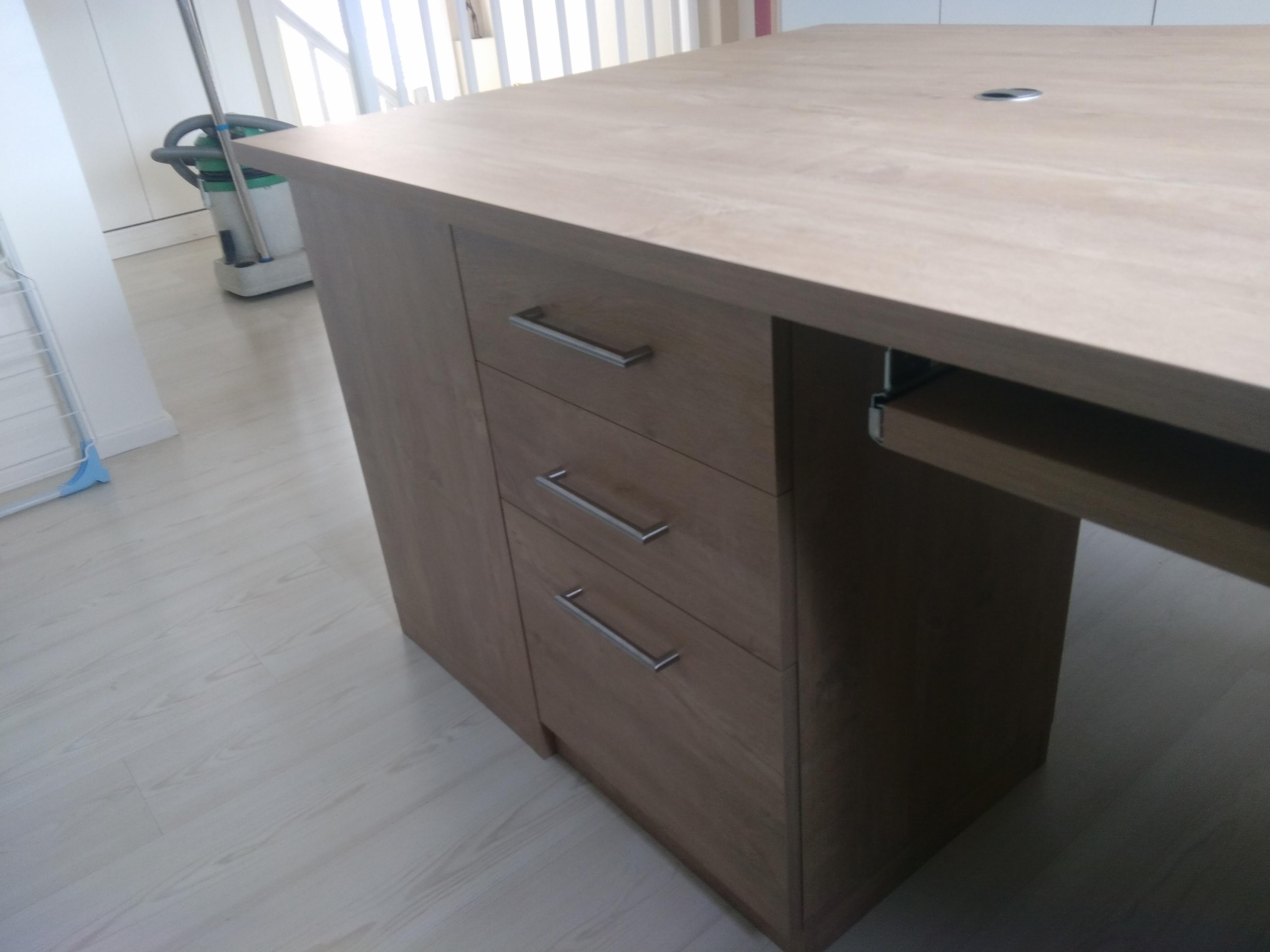 bureau sur mesure j ai un bureau sur mesure bien tudi cr ez votre espace de travail avec les. Black Bedroom Furniture Sets. Home Design Ideas