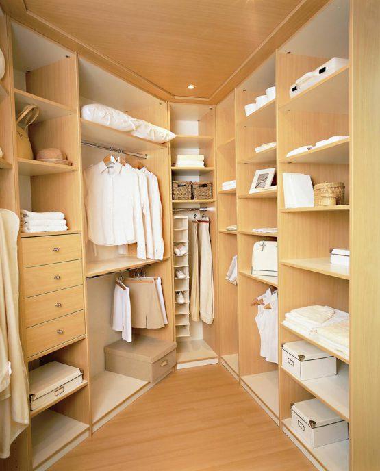 dressing dans pièce biscornue avec parquet faux plafond spots integres