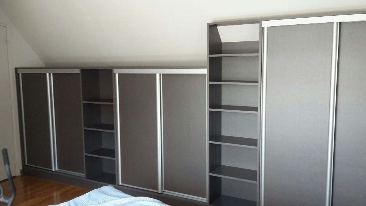 dressing sous mansarde avec porte coulissante marcq en. Black Bedroom Furniture Sets. Home Design Ideas