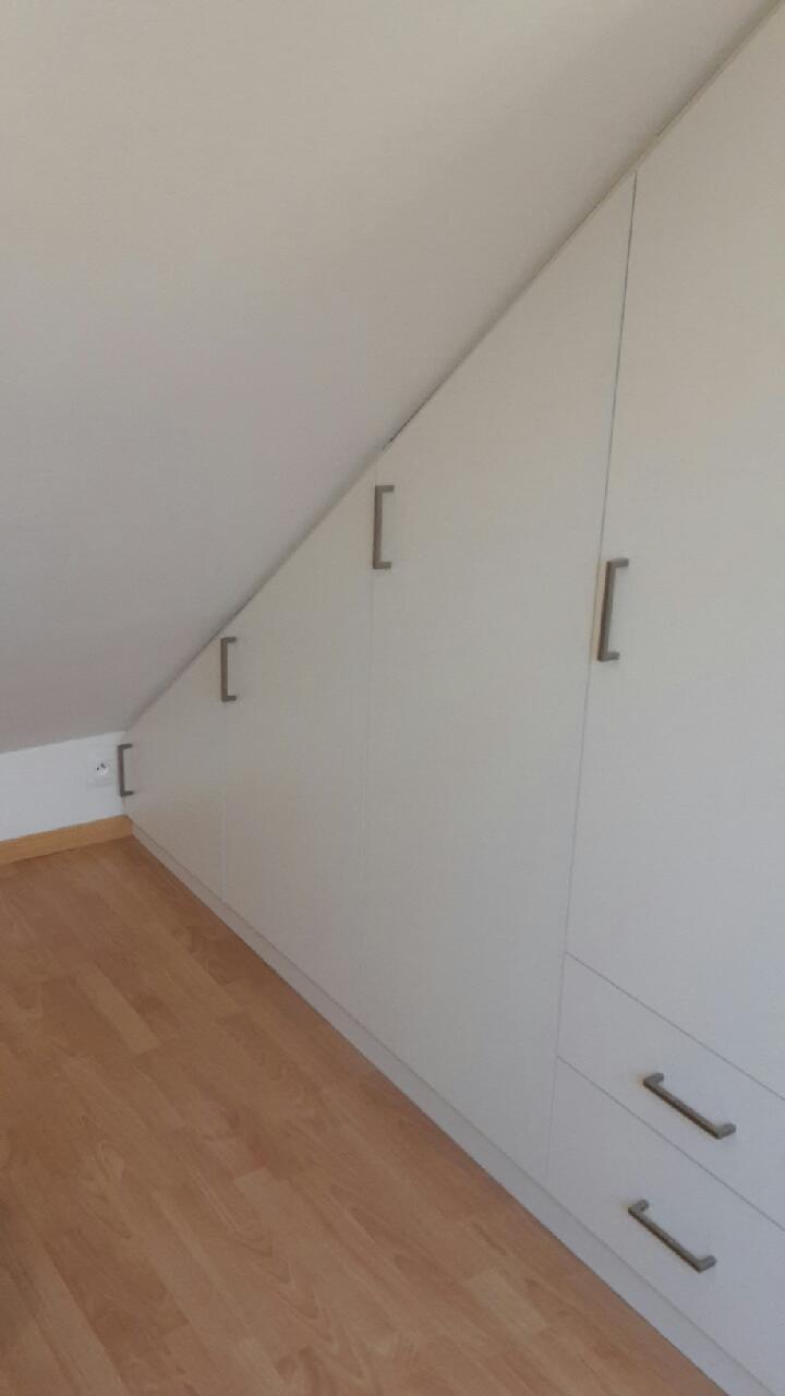 dressing sous mansarde avec bureau tourcoing kiosque am nagement. Black Bedroom Furniture Sets. Home Design Ideas