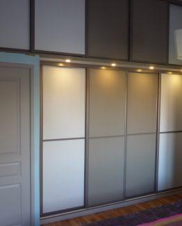Placard sur mesure avec portes coulissantes