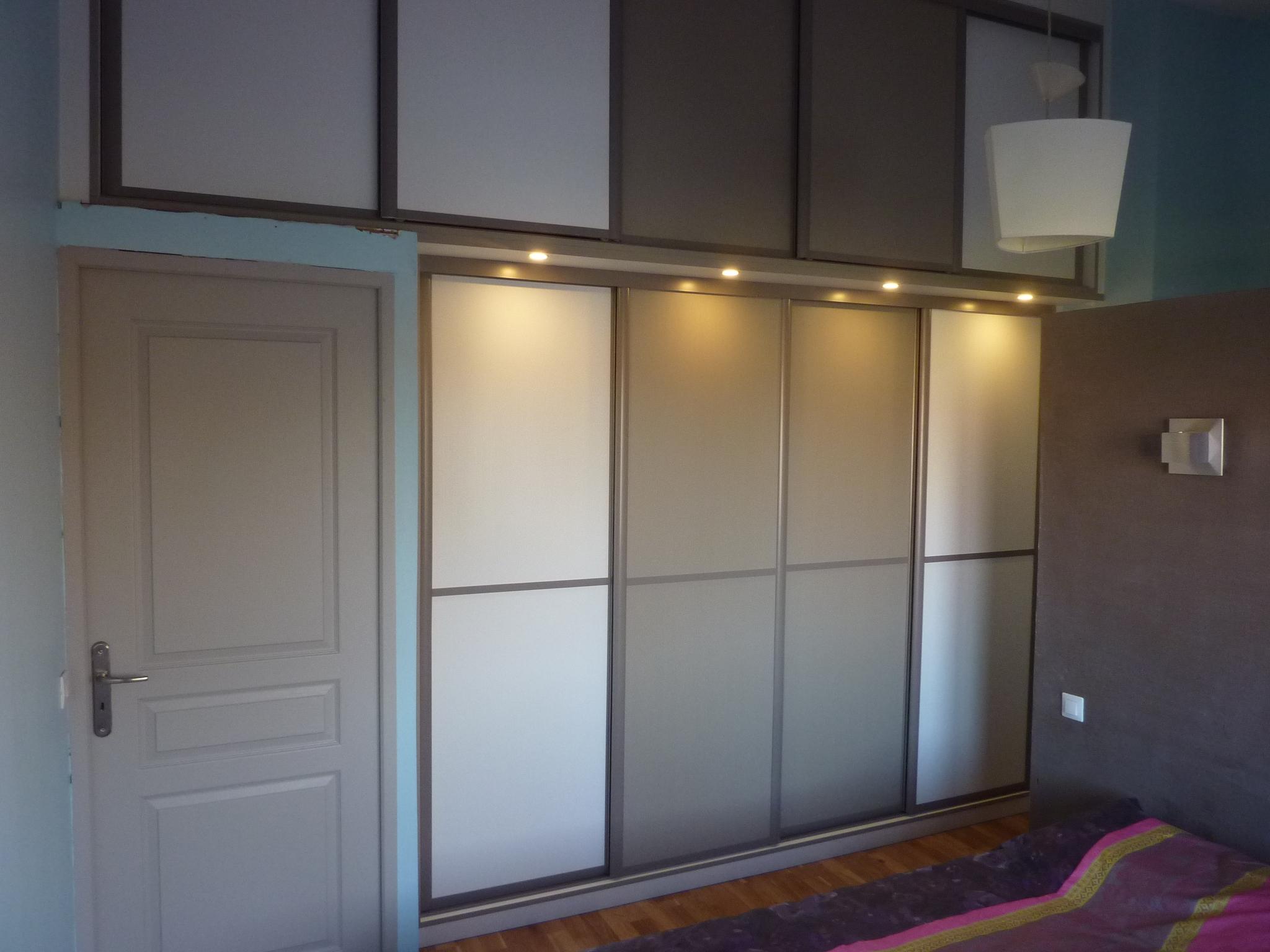 placard sur mesure avec portes coulissantes le kiosque amenagement. Black Bedroom Furniture Sets. Home Design Ideas