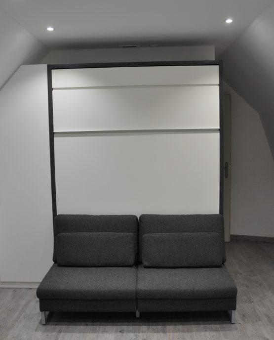 lit escamotable 140 x 200 avec banquette et agencement sous pente assorti