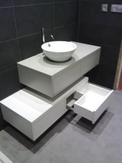 meuble de salle de bains suspendus tiroirs asymétrique