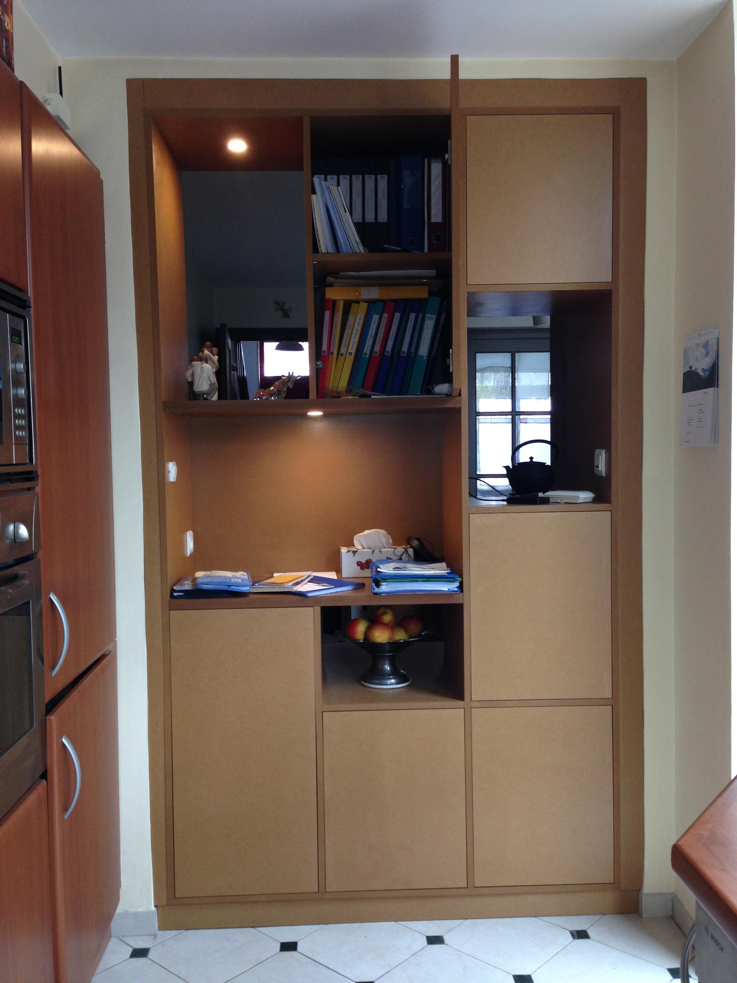 meuble de rangement servant de s paration entre cuisine et s jour. Black Bedroom Furniture Sets. Home Design Ideas