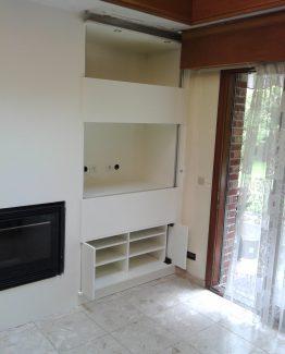 Meuble avec TV intégrée a portes a guillotine