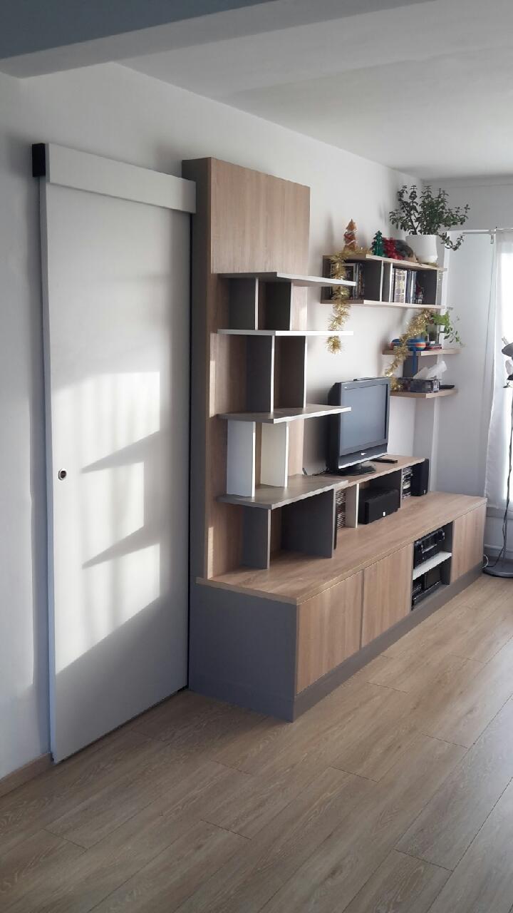 meuble tv asym trique avec porte coulissante dissimul e. Black Bedroom Furniture Sets. Home Design Ideas