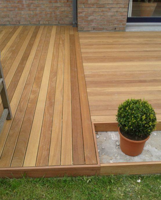 terrasse bois exotique avec emplacements reservés pour jardinieres