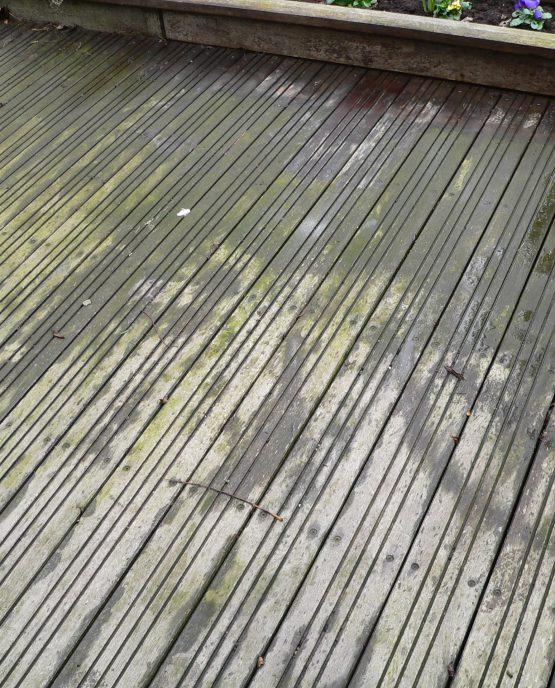 terrasse glissante avec de la mousse