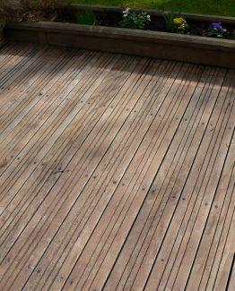 Dégriser une terrasse terrasse nettoyée au Netrol