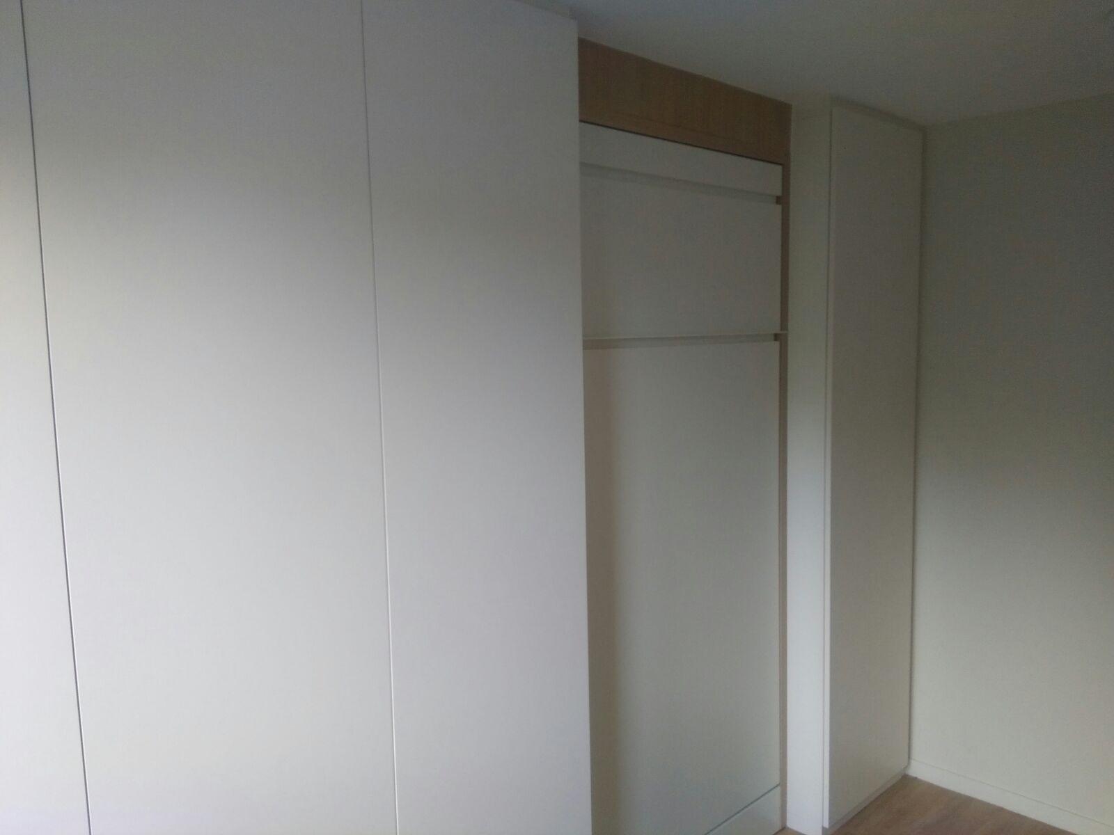 Placard Avec Lit Integre aménagement d'une chambre avec lit escamotable , bureau et