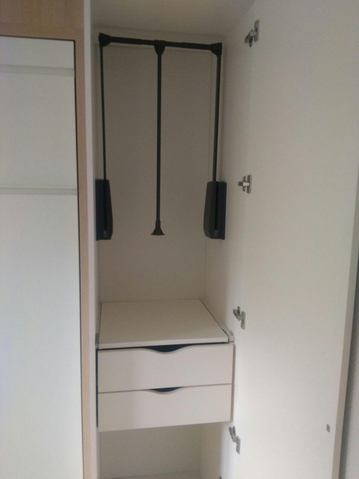 am nagement d 39 une chambre avec lit escamotable bureau et placards int gr s kiosque am nagement. Black Bedroom Furniture Sets. Home Design Ideas