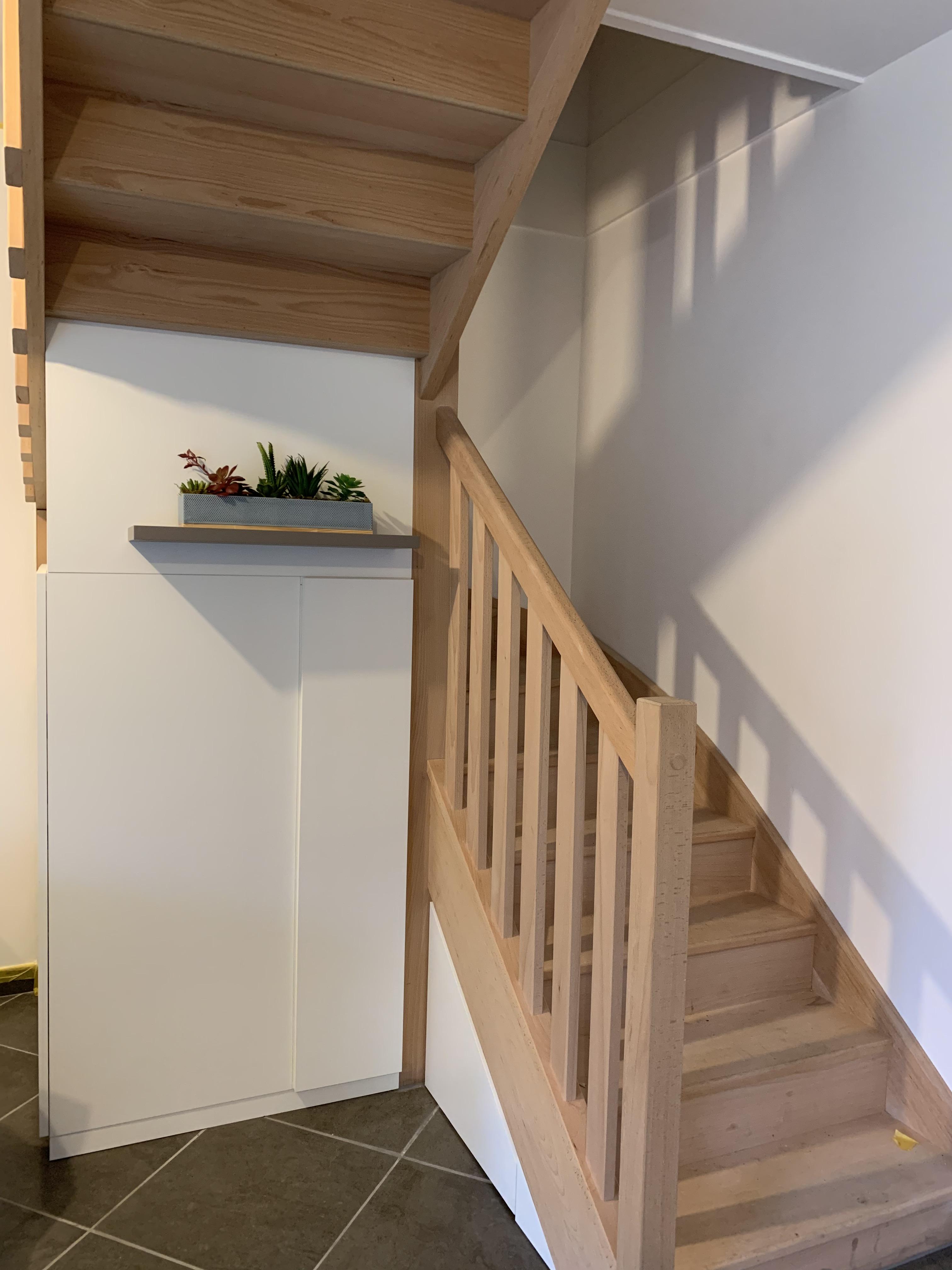 Escalier En Bois Avec Rangement meuble sur mesure sous un escalier quart tournant - kiosque