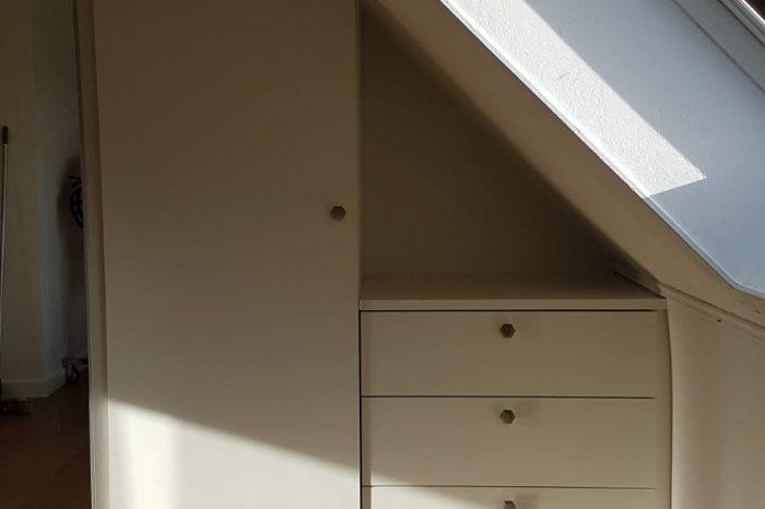 Placard sous mansarde en complément d'un meuble existant