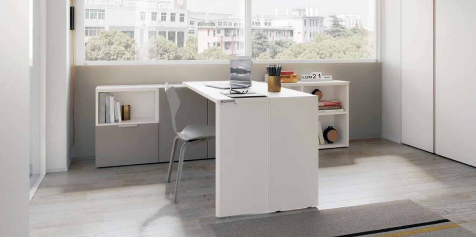 Sur cette troisième photo, on voit le bureau qui est modulable et représente un gain d'espace.