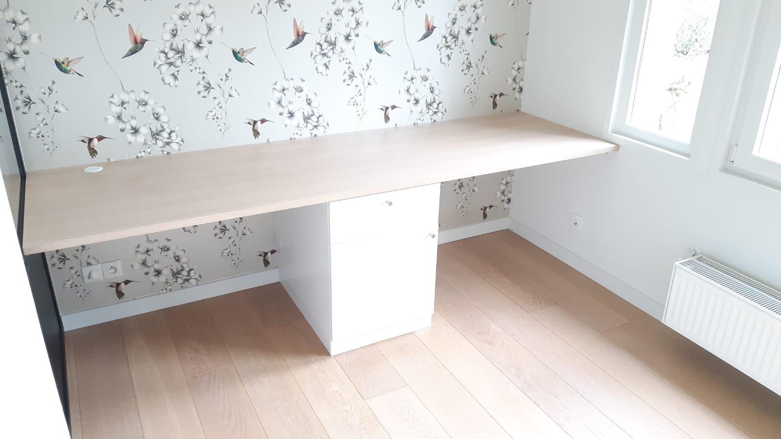 Sur cette deuxième photo, on peut voir le bureau avec les espaces fermés.
